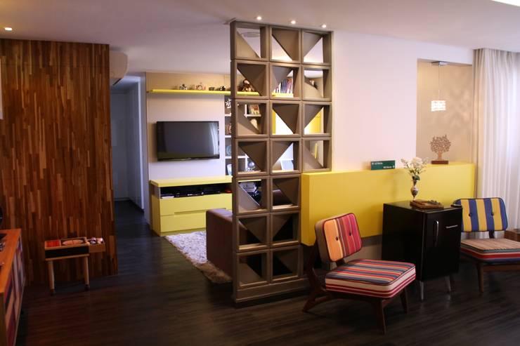 Salas / recibidores de estilo  por Studio AZ