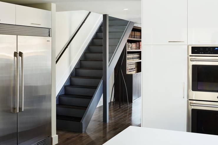Carroll Street:  Corridor & hallway by M Monroe Design