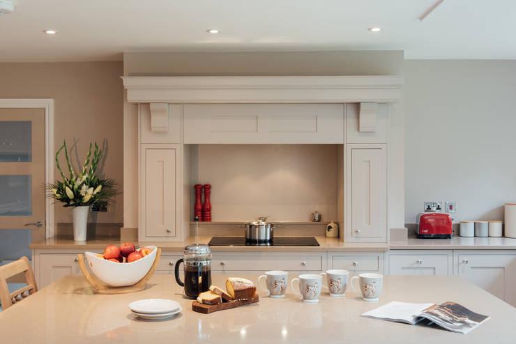Kitchen by Raycross Interiors