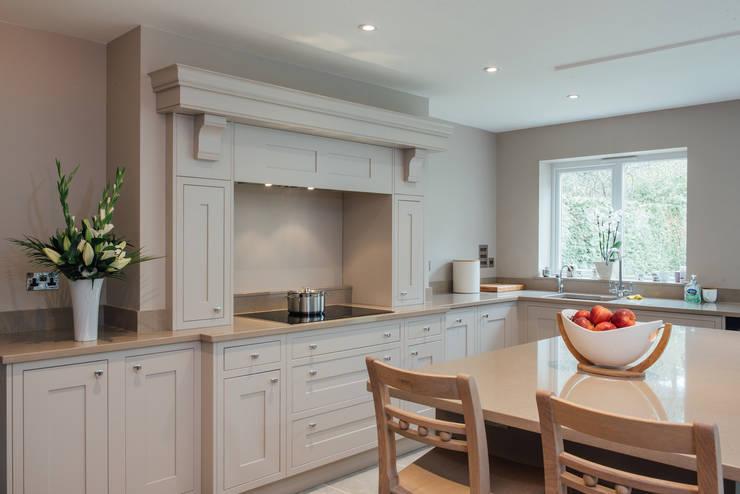 Cocinas de estilo  por Raycross Interiors