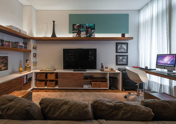 Estar Íntimo: Salas de estar  por Studio Leonardo Muller