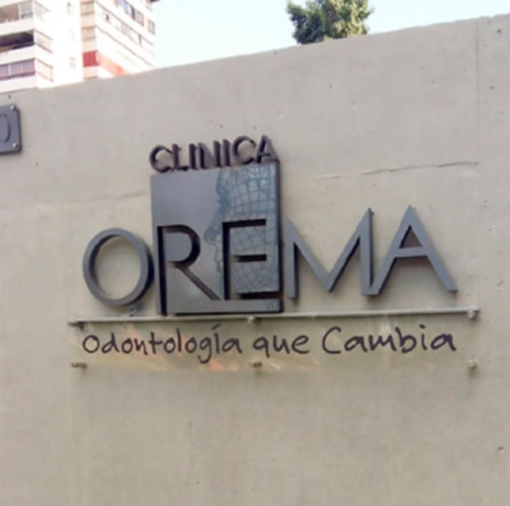 Letras Volumetricas Totem Clinica Orema: Arte de estilo  por DeskWORK Chile