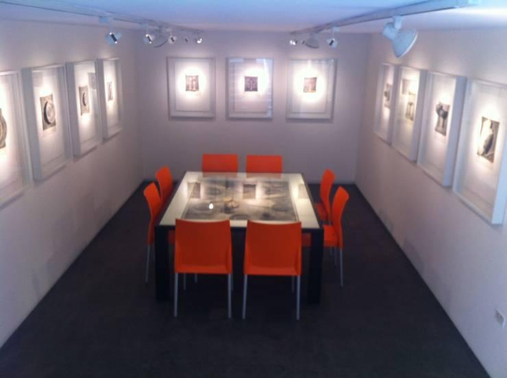 Proyecto Galerias: Oficinas de estilo  por THE muebles