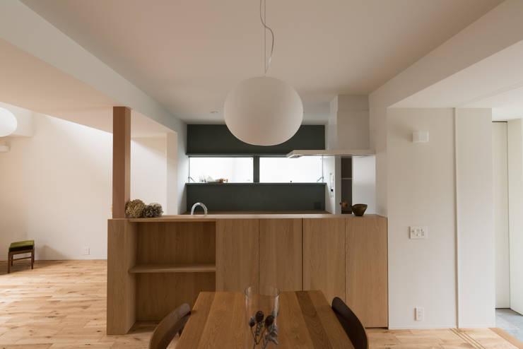 Dining room by 安江怜史建築設計事務所