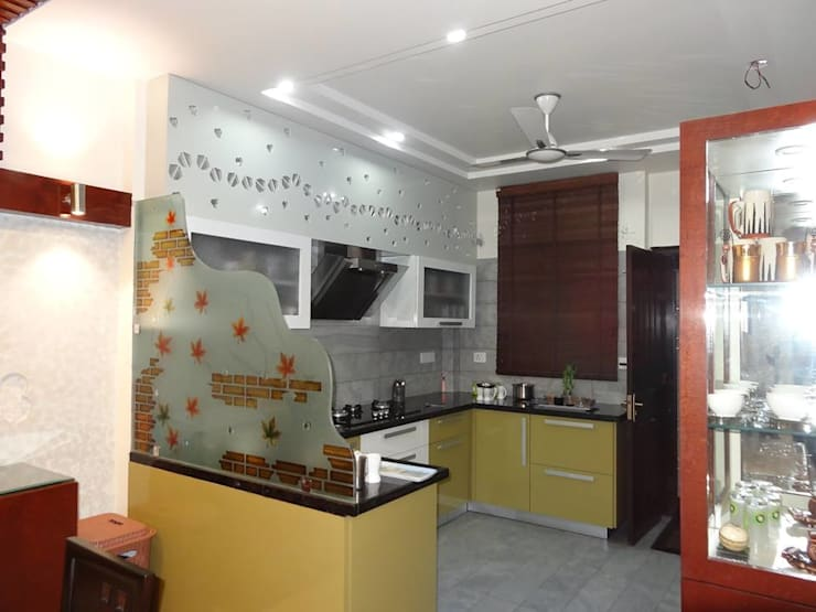 Villa Interiors at Ghaziabad:  Kitchen by Ar. Sandeep Jain