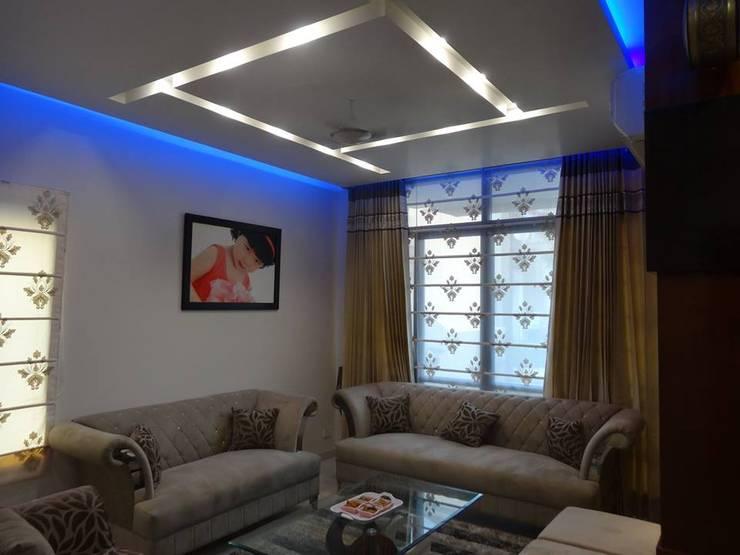 Villa Interiors at Ghaziabad:  Living room by Ar. Sandeep Jain