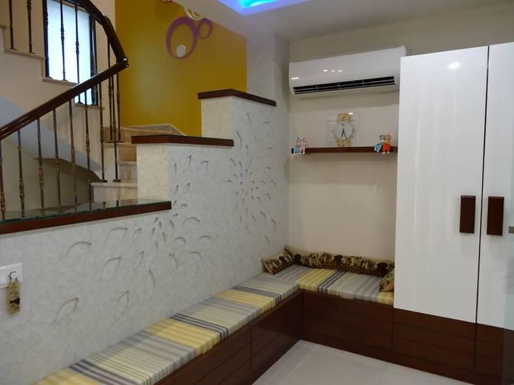 Villa Interiors at Ghaziabad:  Corridor & hallway by Ar. Sandeep Jain
