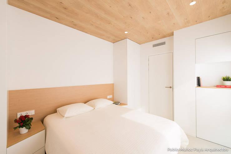 Phòng ngủ by Pablo Muñoz Payá Arquitectos