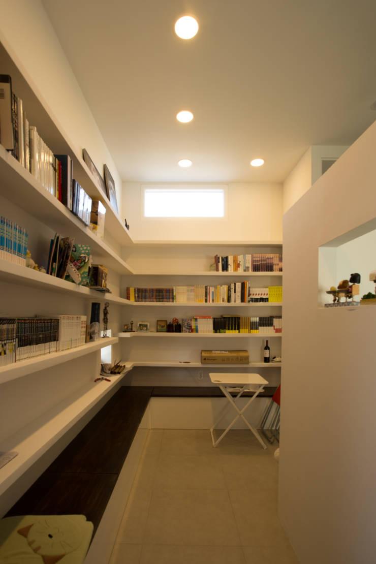 눌치재: 아키제주 건축사사무소의  서재 & 사무실,