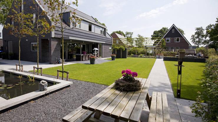 Moderne tuin Peize:  Tuin door KLAP tuin- en landschapsarchitectuur, Modern