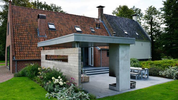 Landelijke tuin Winsum:  Tuin door KLAP tuin- en landschapsarchitectuur, Landelijk