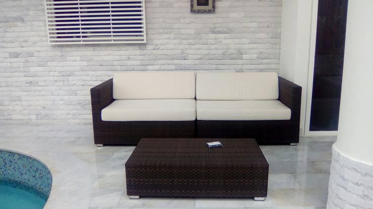 Terraza Los Chorros.: Terrazas de estilo  por THE muebles