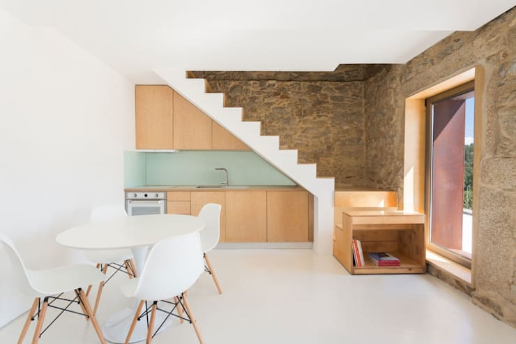 SH HOUSE: Salas de estar  por PAULO MARTINS ARQ&DESIGN