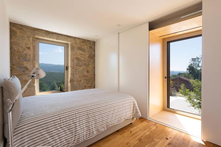 Dormitorios de estilo  por PAULO MARTINS ARQ&DESIGN
