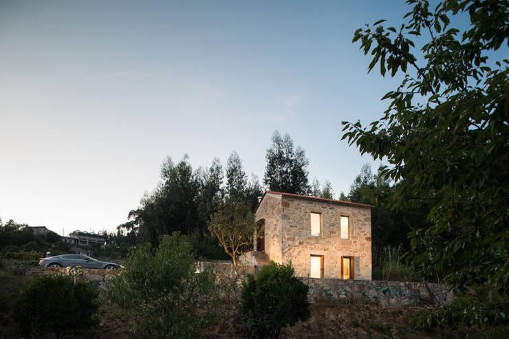 Casas de estilo escandinavo por PAULO MARTINS ARQ&DESIGN