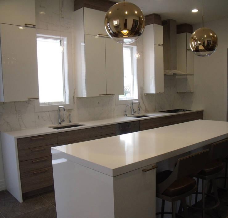 Modern Shore House  Kitchen: modern Kitchen by Kitchen Krafter Design/Remodel Showroom