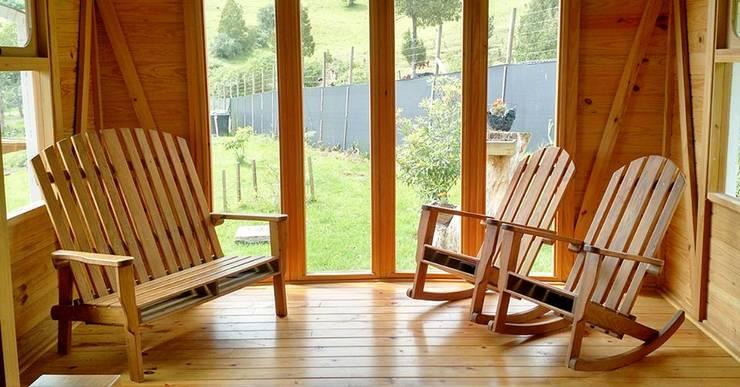Refugio Tranvia: Salas de estilo  por Taller de Ensamble SAS