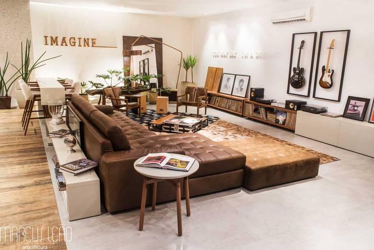 Espaço Convivência - Casa Cor Mato Grosso 2016: Salas de estar modernas por Marcus Leão Arquitetura