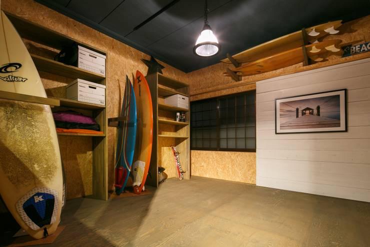 Garages de estilo  por dwarf