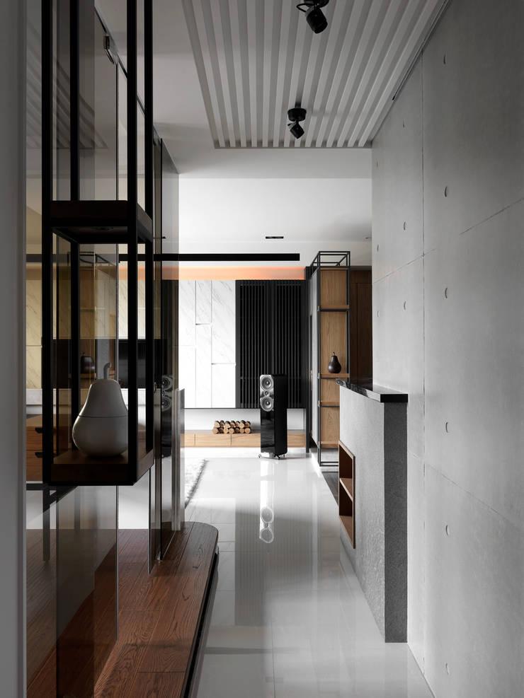 Corridor and hallway by DYD INTERIOR大漾帝國際室內裝修有限公司, Asian