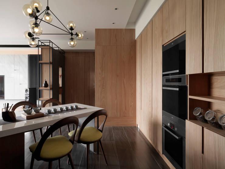 Dining room by DYD INTERIOR大漾帝國際室內裝修有限公司, Asian