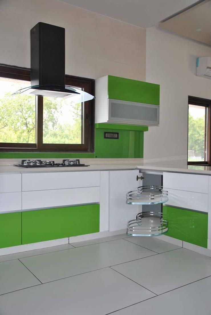 SIDE VIEW -KTICHENS :  Kitchen by ASADA DECOR PVT.LTD