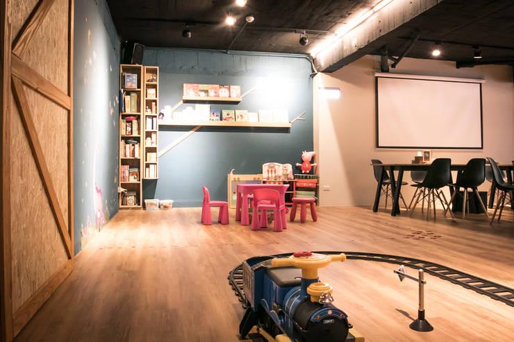 BRAVO INTERIOR DESIGN & DECO    COZY STYLE:  餐廳 by 璞碩室內裝修設計工程有限公司