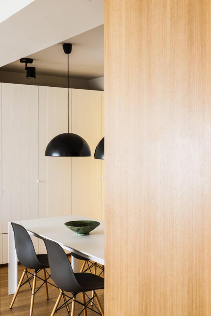 Dining room by Iglesias-Hamelin Arquitectos c.b., Scandinavian Wood Wood effect