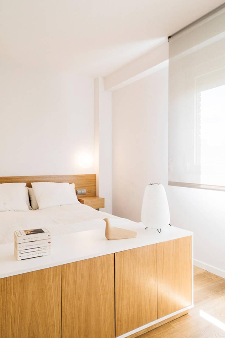 Bedroom by Iglesias-Hamelin Arquitectos c.b., Scandinavian Wood Wood effect