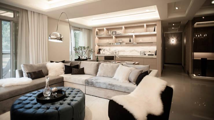 BRAVO INTERIOR DESIGN & DECO    KUAN STYLE:  客廳 by 璞碩室內裝修設計工程有限公司