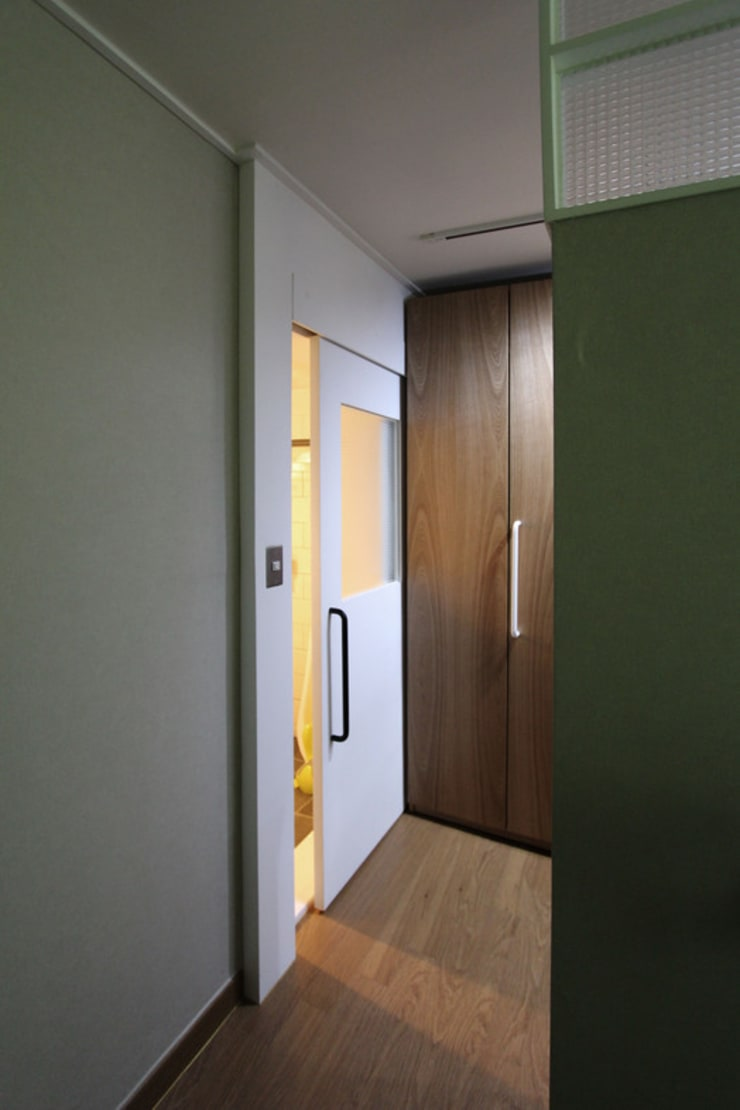 목동 아파트 인테리어: 디자인 스튜디오 파브의  거실