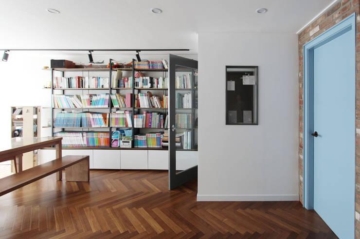 목동 아파트 인테리어: 디자인 스튜디오 파브의  방