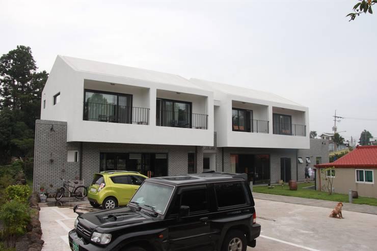 소요: 아키제주 건축사사무소의  차고,