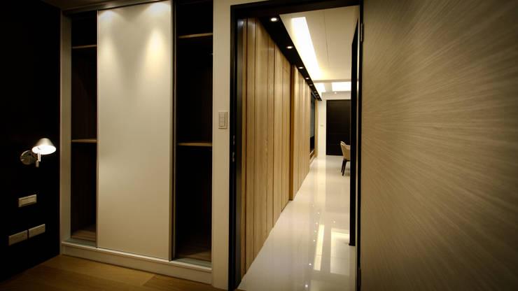BRAVO INTERIOR DESIGN & DECO    ZEN STYLE:  走廊 & 玄關 by 璞碩室內裝修設計工程有限公司