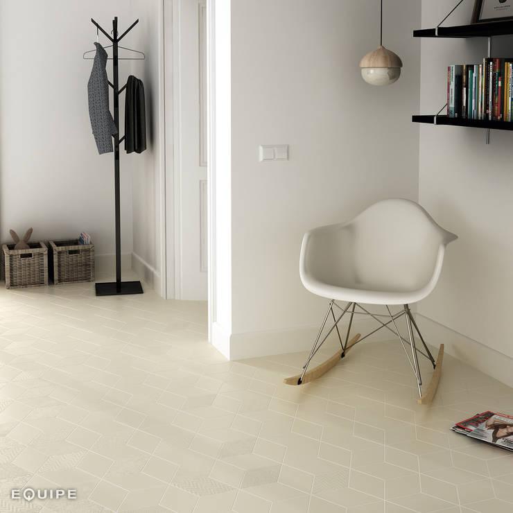 Rhombus Cream 14x24: Salones de estilo  de Equipe Ceramicas, Moderno