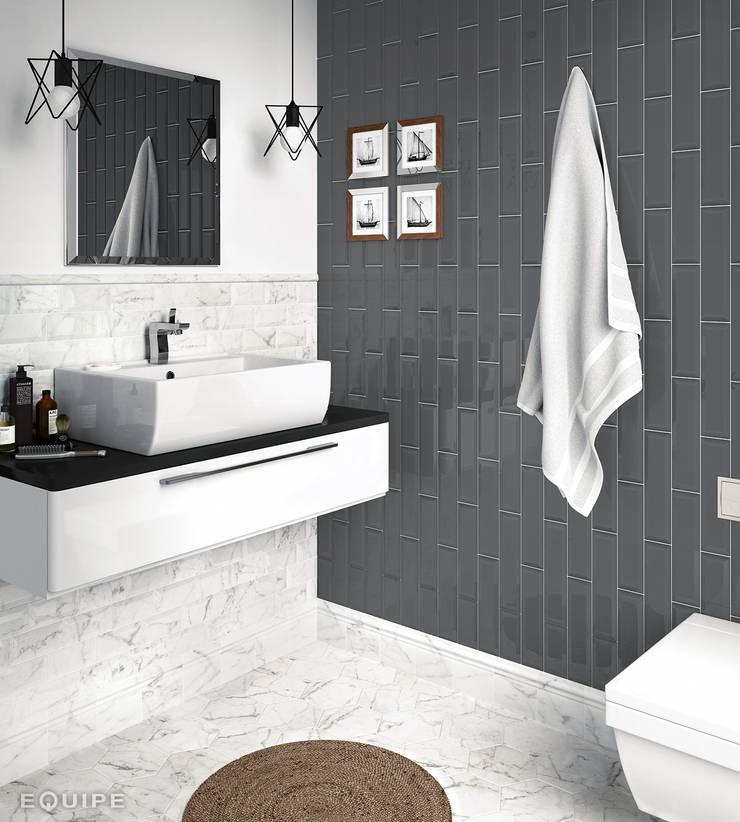 Carrara Metro 7,5x15 / Hexagon Matt 17,5x20: Baños de estilo  de Equipe Ceramicas