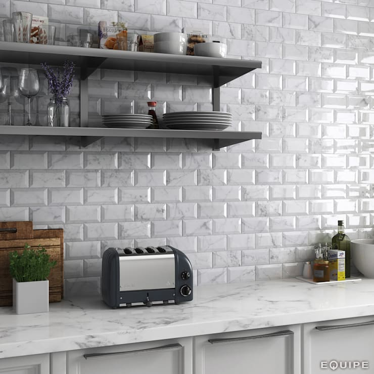 Carrara Metro 7,5x15: Cocinas de estilo  de Equipe Ceramicas
