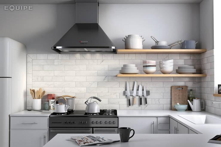 Carrara Matt 7,5x30: Cocinas de estilo  de Equipe Ceramicas