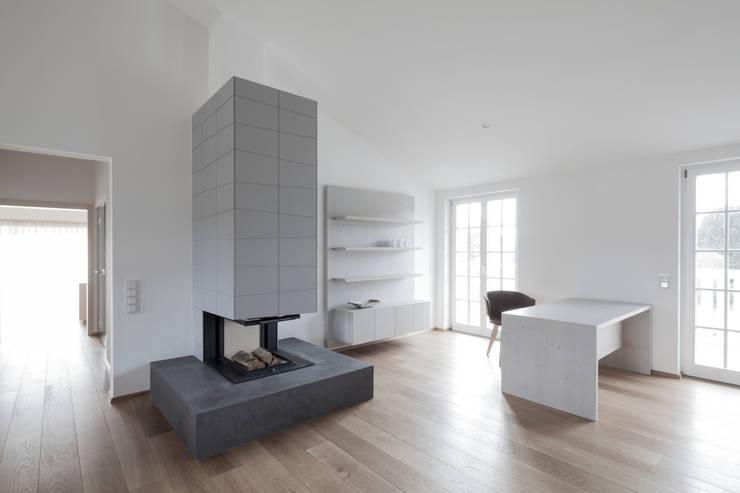 Study/office by destilat Design Studio GmbH