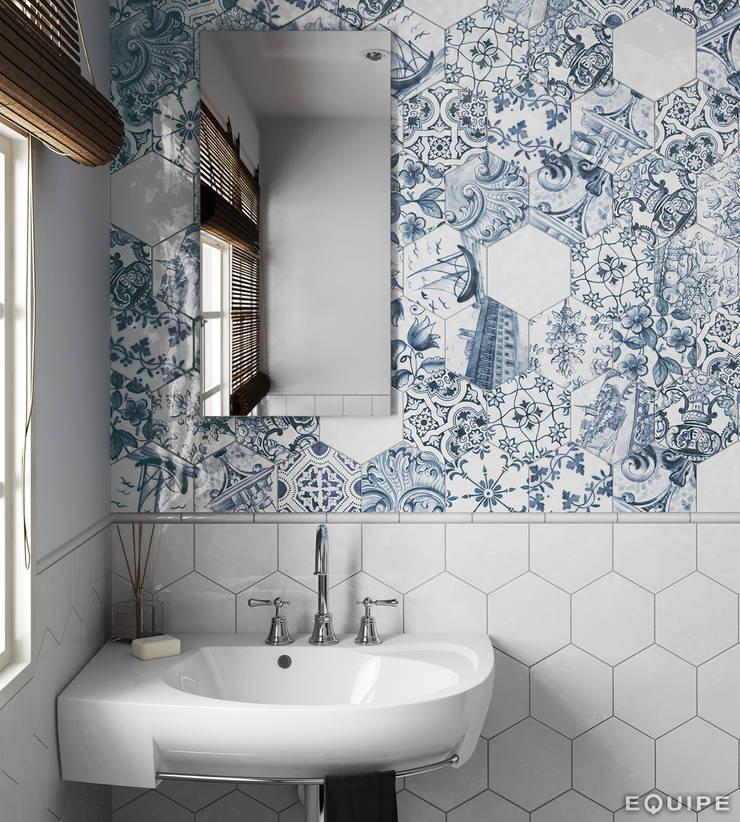Hexatile Blanco Brillo, Decor Patchwork Lisboa 17,6x20,1, Torello Blanco 2x15: Baños de estilo  de Equipe Ceramicas
