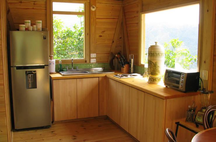 Suite de madera TdE: Cocinas de estilo  por Taller de Ensamble SAS