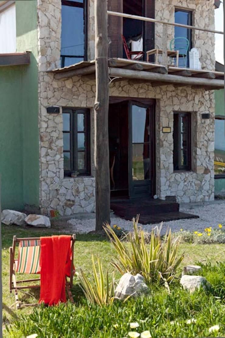 Casa Claudia Carboni: Casas de estilo  por Susana Bellotti Arquitectos