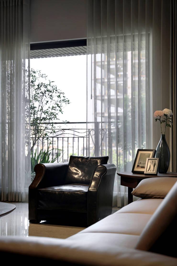 境靜:  客廳 by 大言室內裝修有限公司
