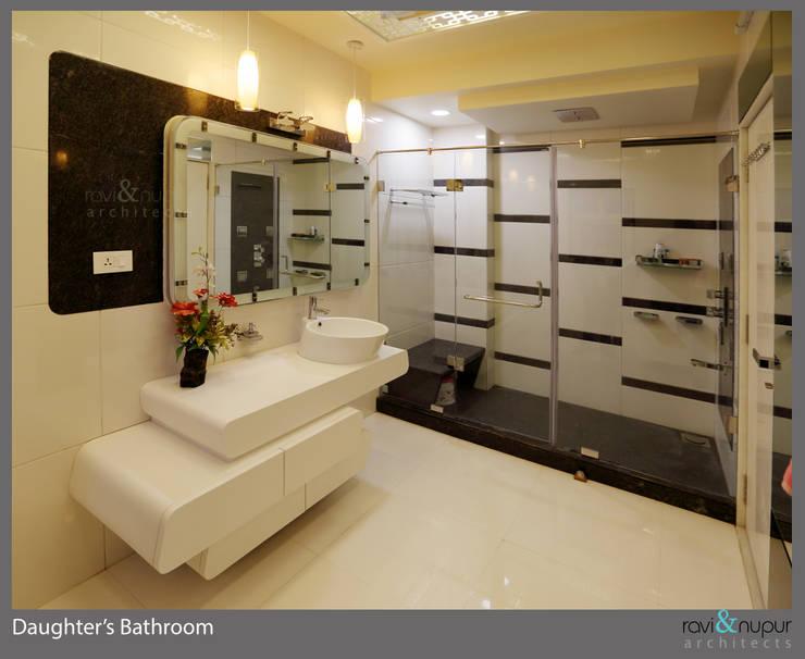 Three Storey Grand Residence @Paota,Jodhpur:  Bathroom by RAVI - NUPUR ARCHITECTS