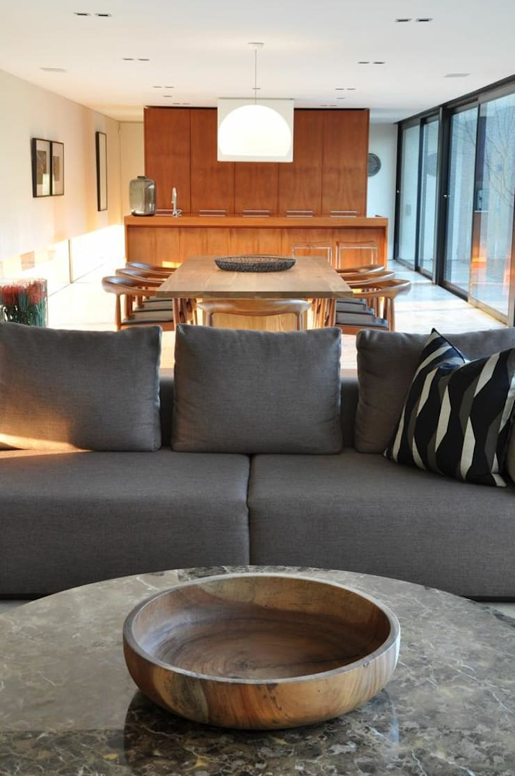 Lee Ann & Marcus' House:  Living room by www.mezzanineinteriors.co.za, Modern
