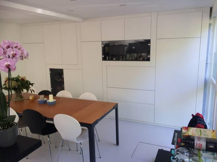 nieuwe kast in eetkeuken:  Eetkamer door Studio Kuin BNI, Modern