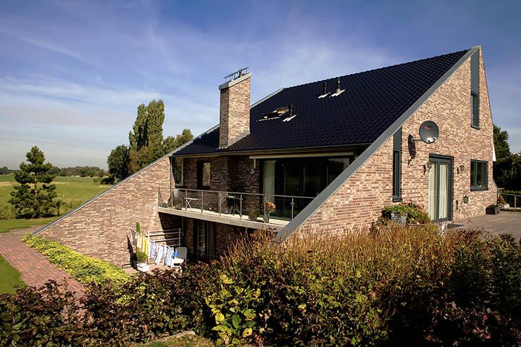 Woonhuis Sondel:  Huizen door Sipma Architecten, Landelijk