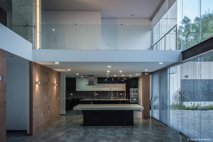 Casa W / STVX Colectivo de Diseño:  de estilo  por Oscar Hernández - Fotografía de Arquitectura