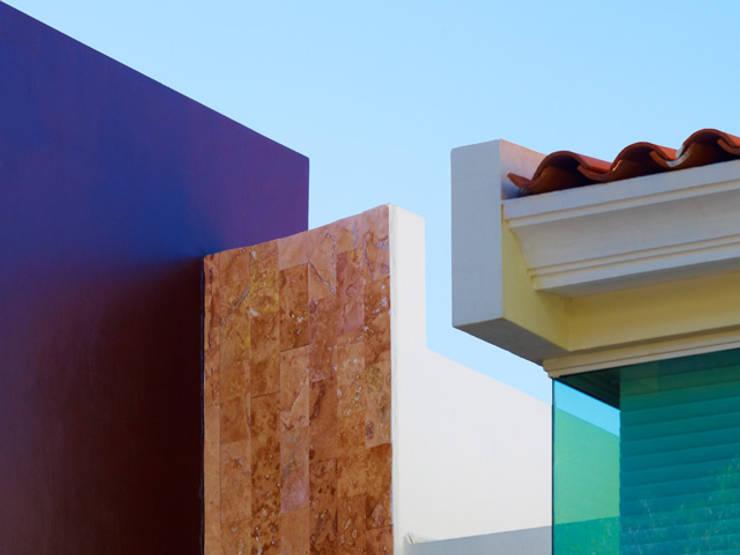 DETALLE DE TECHOS: Casas de estilo minimalista por Excelencia en Diseño