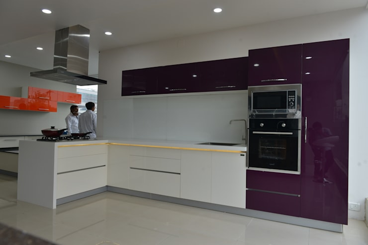 LAQUAER  HIGH END  MODULAR KITCHEN FURNITURE: asian Kitchen by ASADA DECOR PVT.LTD